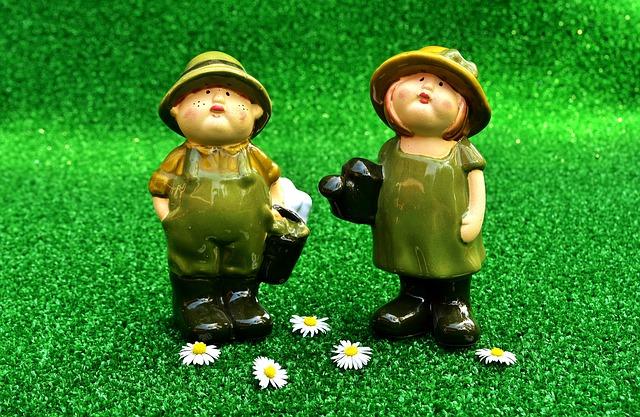 Gartenarbeit Paar - Gartenzwerge